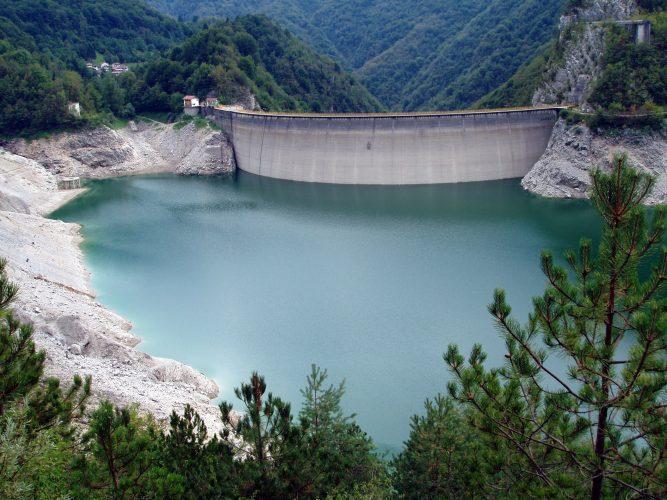 perché sono stati realizzati i laghi artificiali