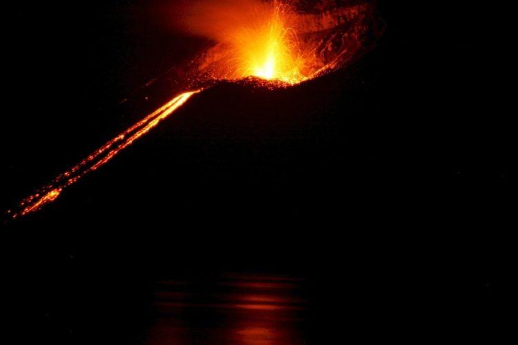 vulcani eruttano